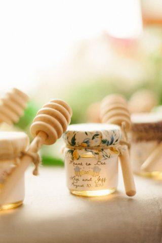miód w słoiku dla gości weselnych
