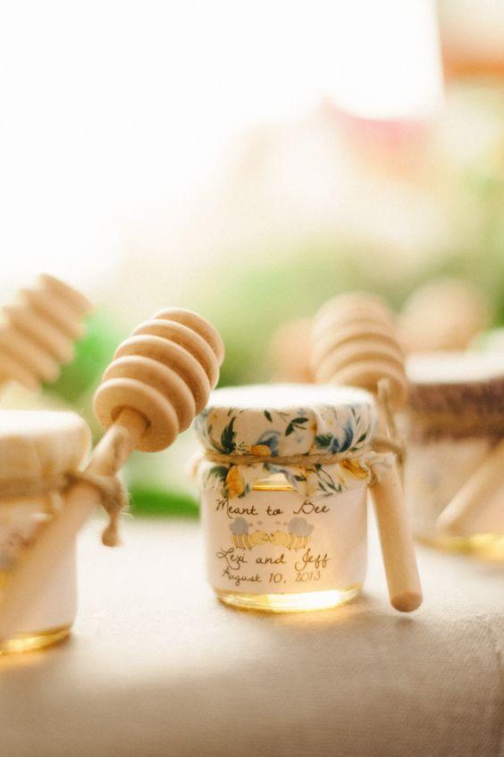 5e44176eb4e2a8 19 pomysłów na upominki dla gości weselnych - inspiracje