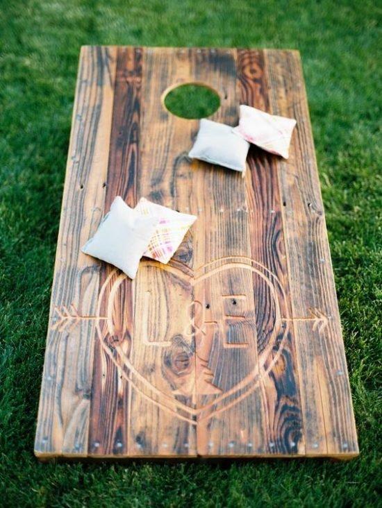 zabawy weselne w plenerze rzut woreczkiem