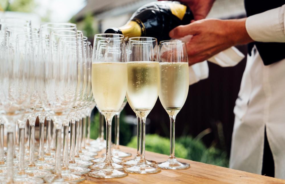 Alkohol na wesele - co oprócz wina i wódki - szampan - zdjęcie 1