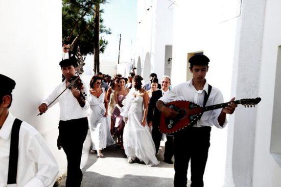 Atrakcje ślubne przed kościołem