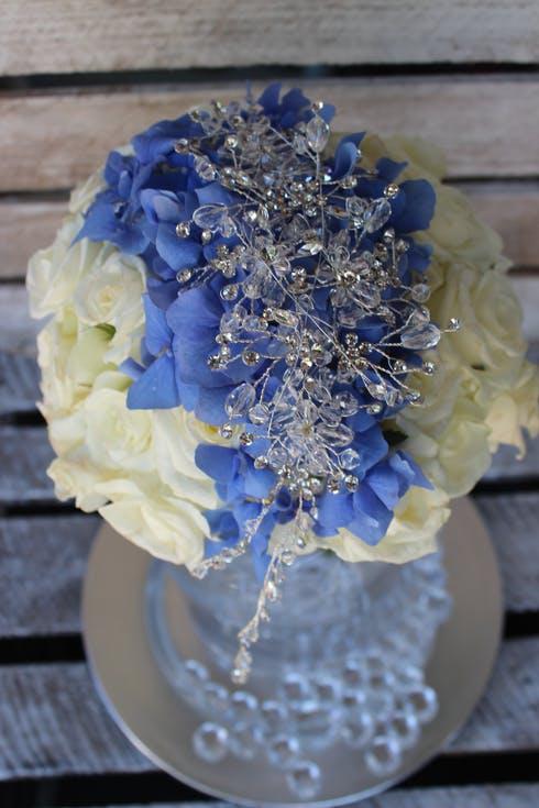 biało-niebieski bukiet ślubny