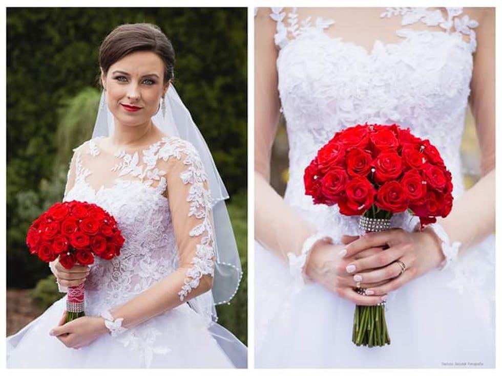 bukiet ślubny z czerwonych róż z kryształkami