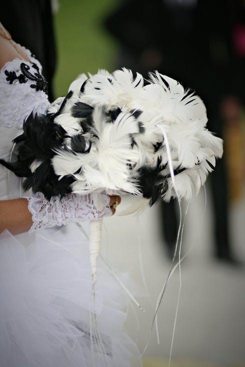 bukiet ślubny z piór