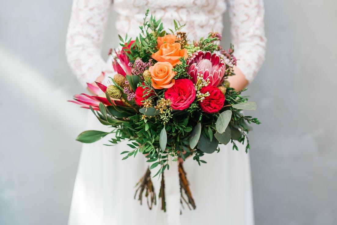 bukiet ślubny z tropikalnych kwiatów