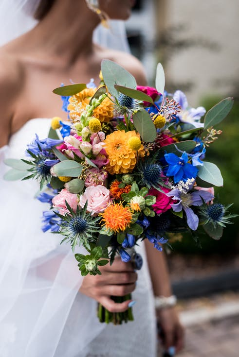 kolorowy bukiet ślubny z egzotycznych kwiatów