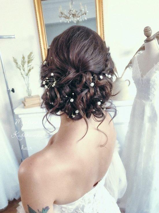 luźne upięcie weselne z ozdobami