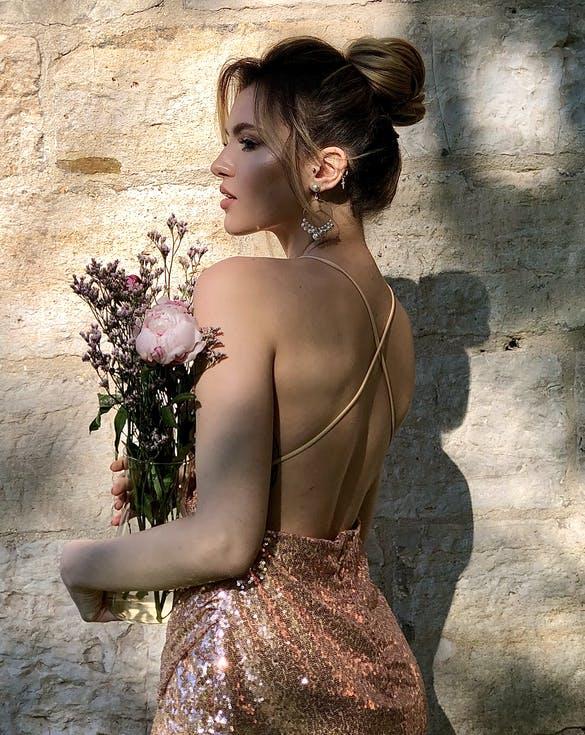 kok weselny z włosów do ramion