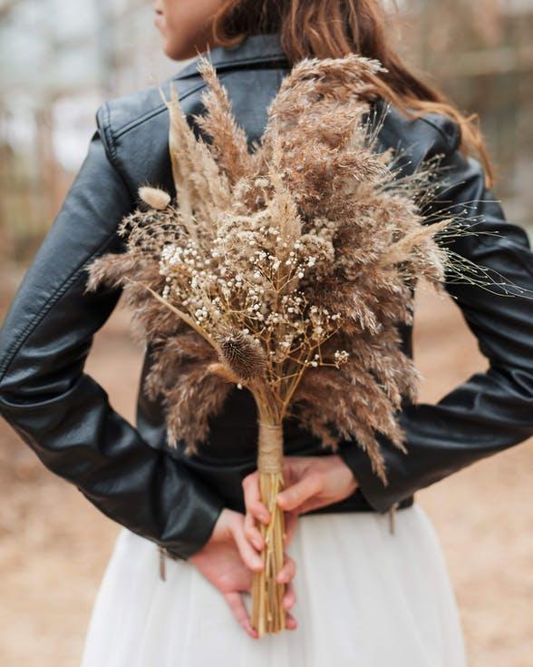 bukiet ślubny z suchych traw