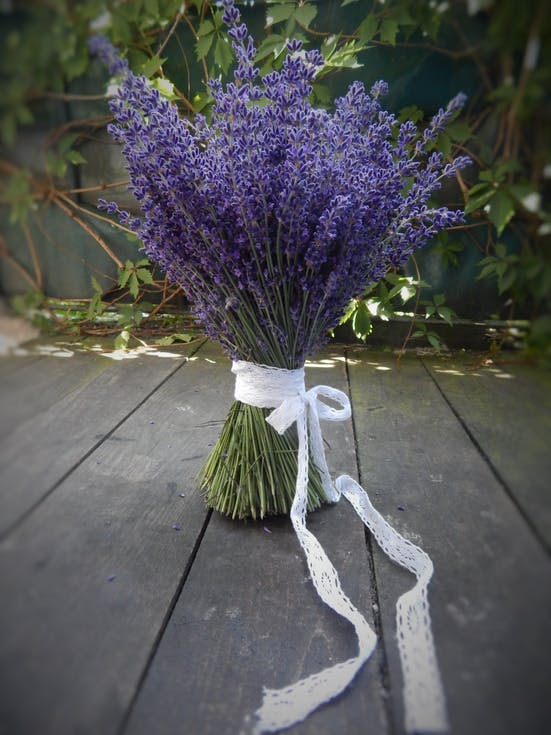 rustykalna wiązanka ślubna z lawendy