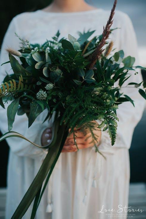 zielony bukiet ślubny w stylu rustykalnym
