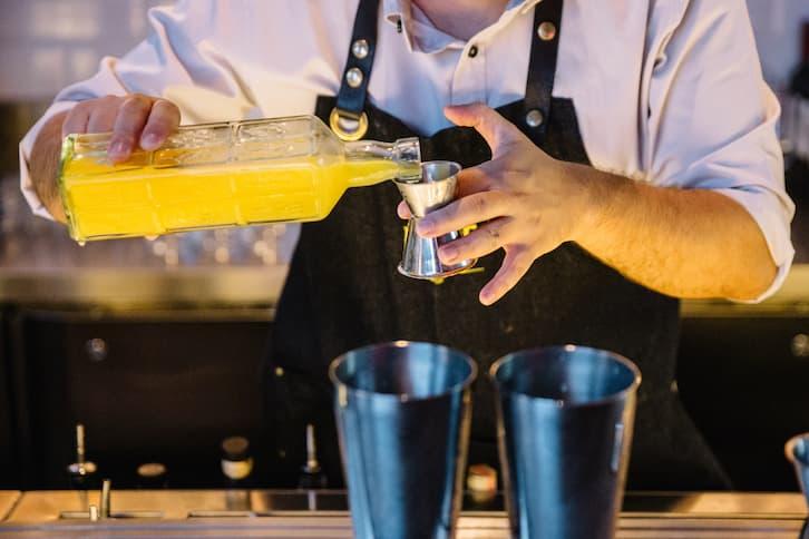 barman drink wesele