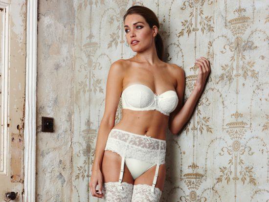 Bielizna ślubna do sukni bez pleców 8