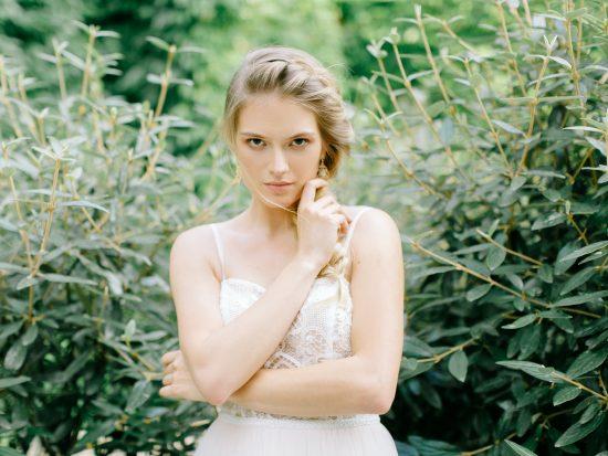 Biżuteria ślubna do sukni z koronki - zdjęcie 10