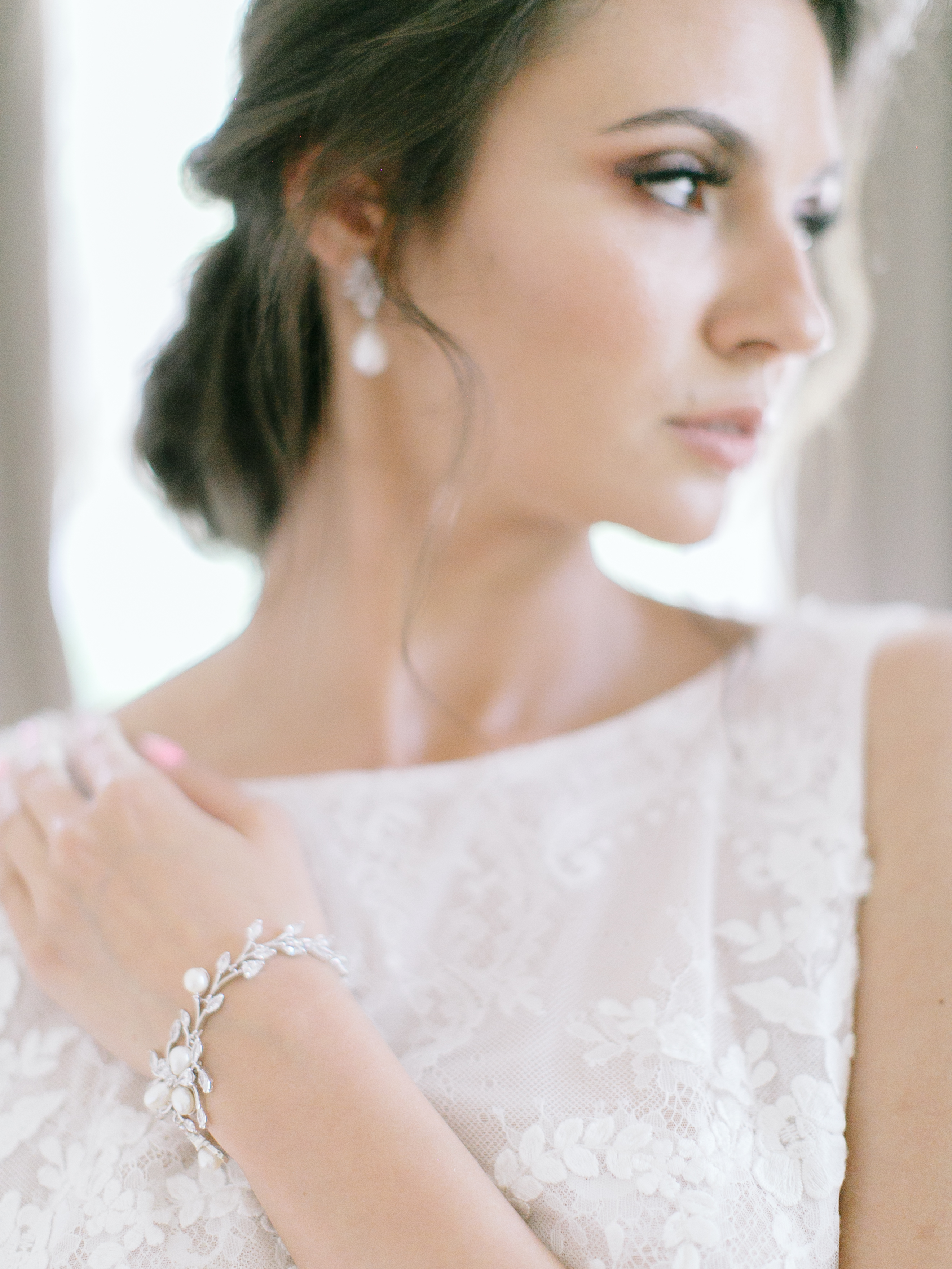 6a3d099176 Biżuteria ślubna do sukni z koronki - Wedding.pl podpowiada