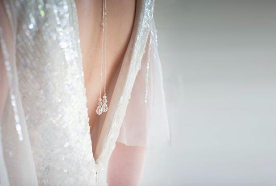 Biżuteria ślubna na plecy