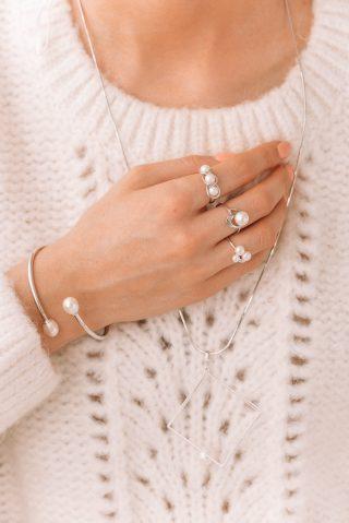 Biżuteria ślubna z perłami - pierścionki