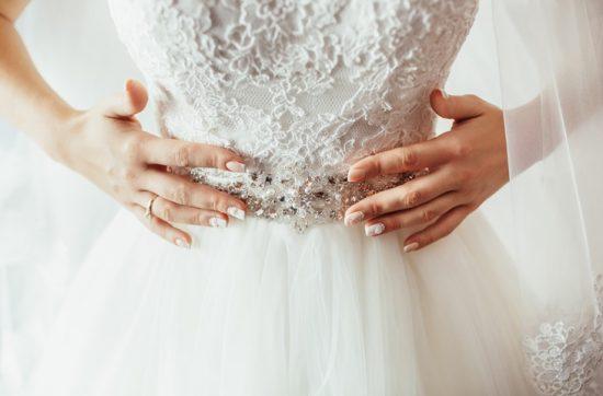 Biżuteryjny pas do sukni ślubnej
