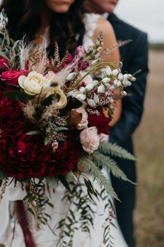 Bordowe bukiety ślubne - zdjęcie 7