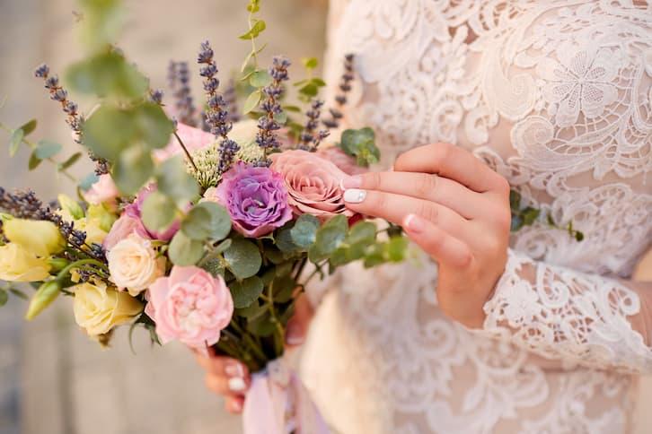bukiet ślubny rustykalny fiolet