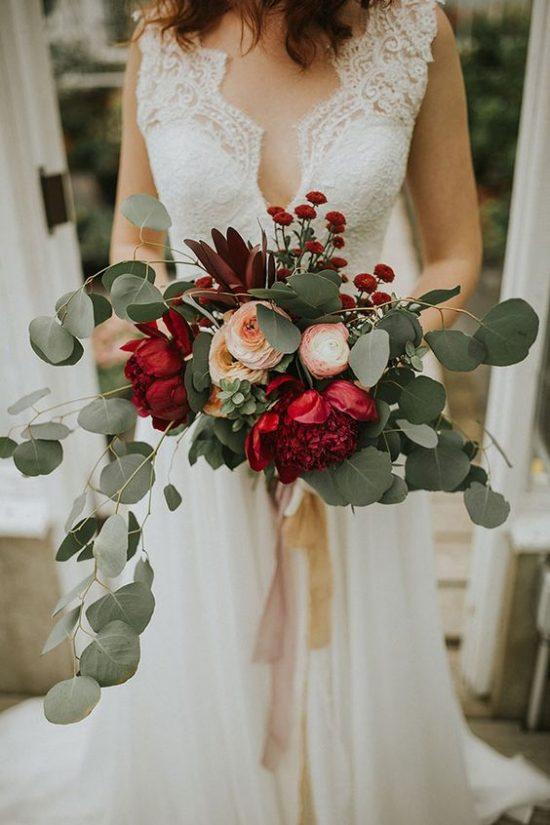 Bukiety ślubne 2018 - ciemne kolory
