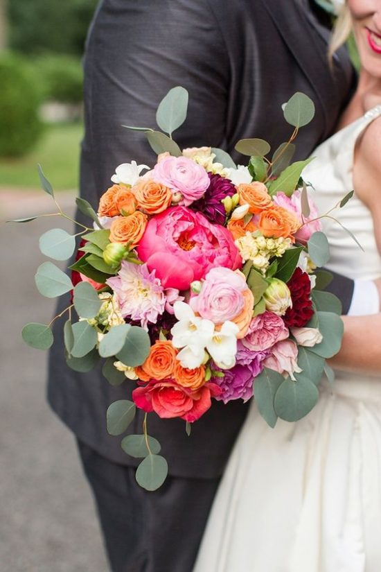 Bukiety ślubne 2018 - wyraziste kolory