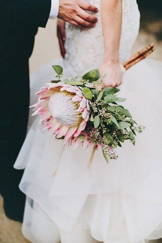 Bukiet ślubny z proteą