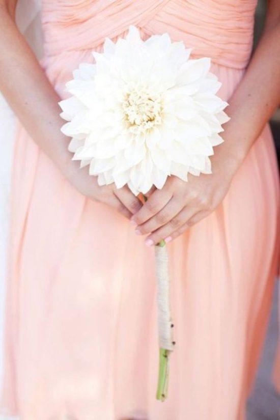Bukiet ślubny z jednego kwiatu