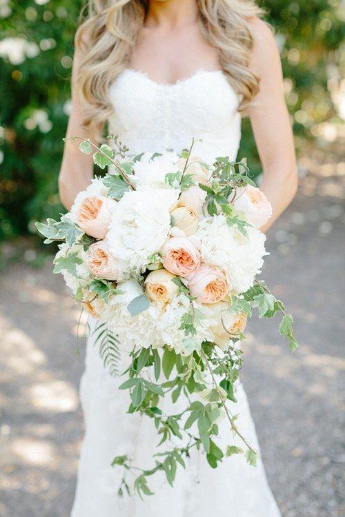 Bukiety ślubne z opadającymi liśćmi