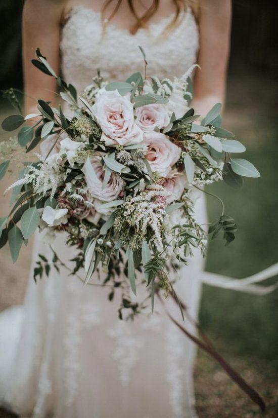 Jasny bukiet ślubny