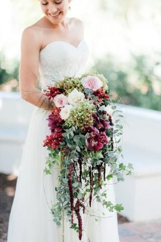 Kaskadowe bukiety ślubne