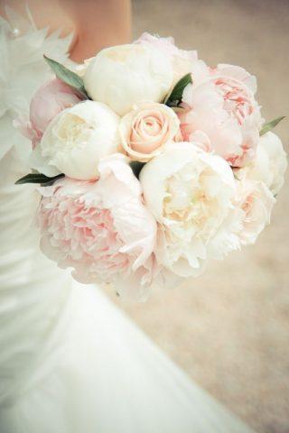 Bukiet ślubny z peoniami