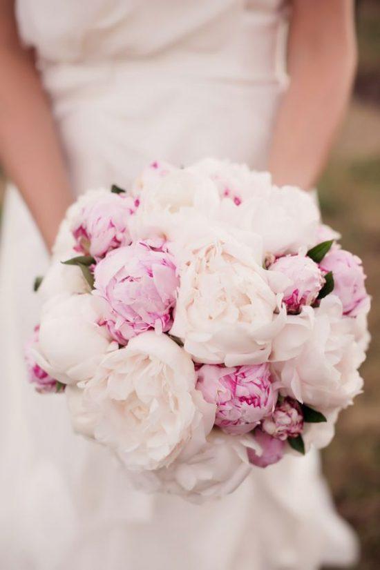 Peonie w bukiecie ślubnym