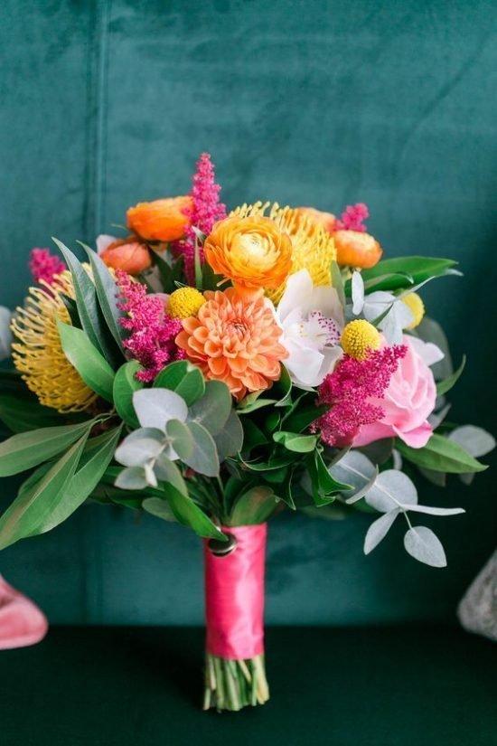 Bukiet ślubny z tropikalnymi kwiatami