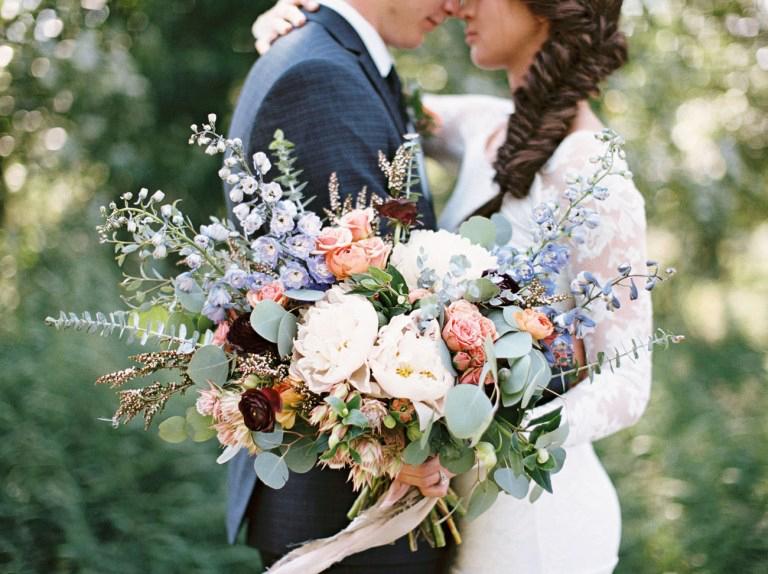 Bukiety ślubne w stylu rustykalnym - zdjęcie 15