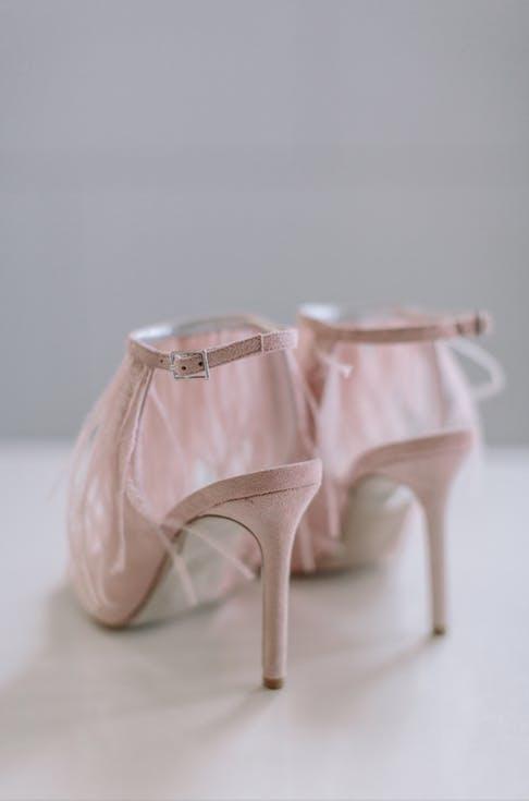Buty ślubne z piórami