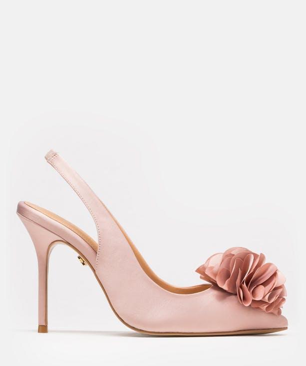 Buty ślubne z kwiatami