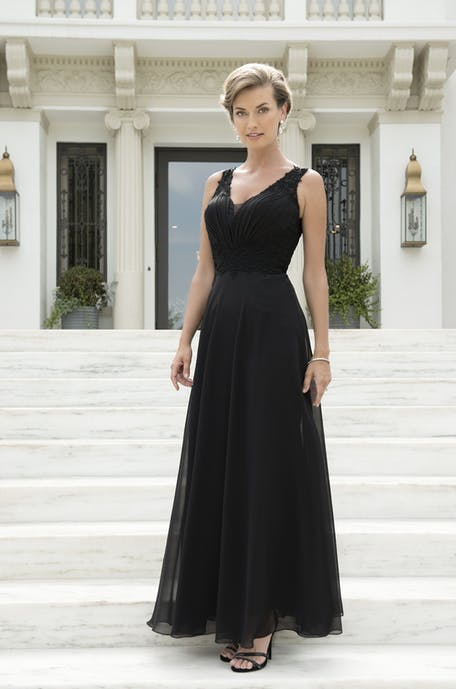 czarna sukienka na wesele 2019 - długa
