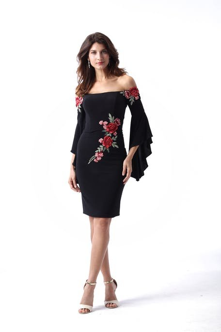 czarna sukienka w kwiaty na wesele