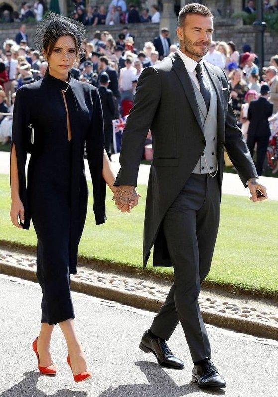 granatowa sukienka na wesele