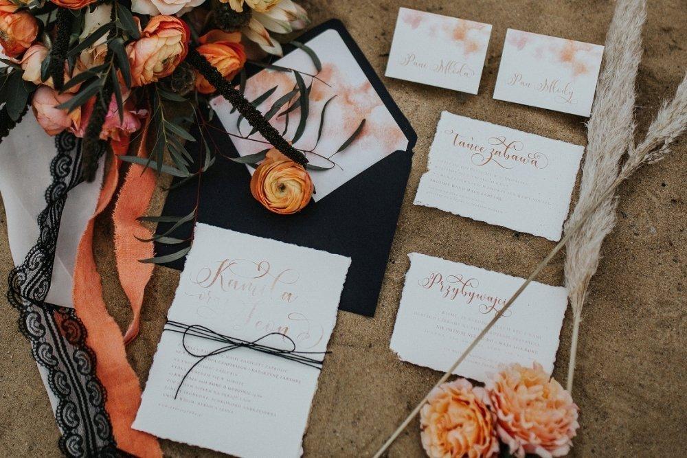 Czarne zaproszenia ślubne