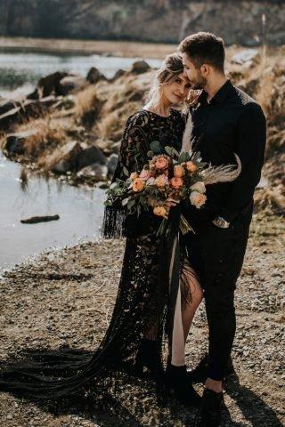 Czarna suknia ślubna - sesja małżeńska