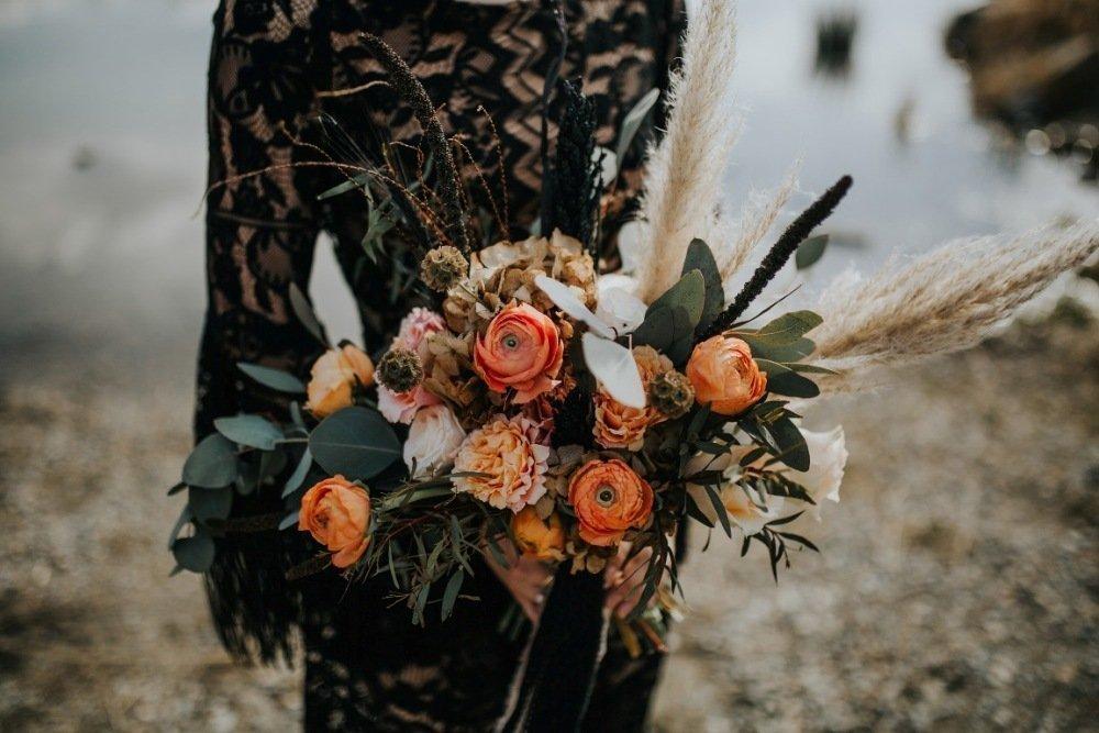 Czarny bukiet ślubny