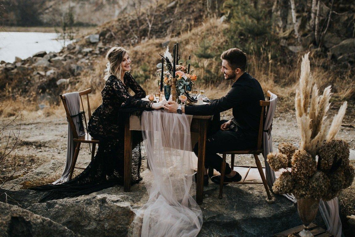 Czarna suknia ślubna - sesja ślubna