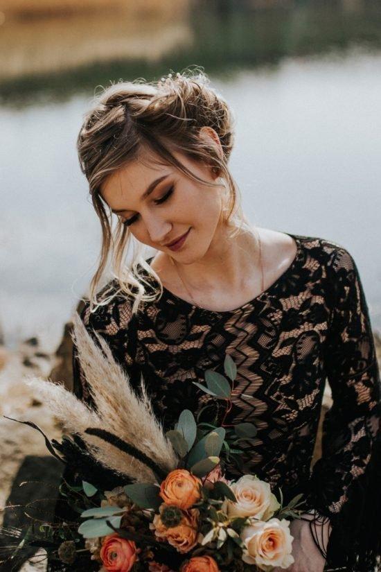 Czarna suknia ślubna - inspiracje