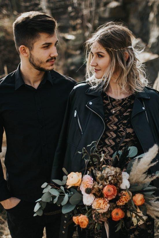 Para Młoda w czerni