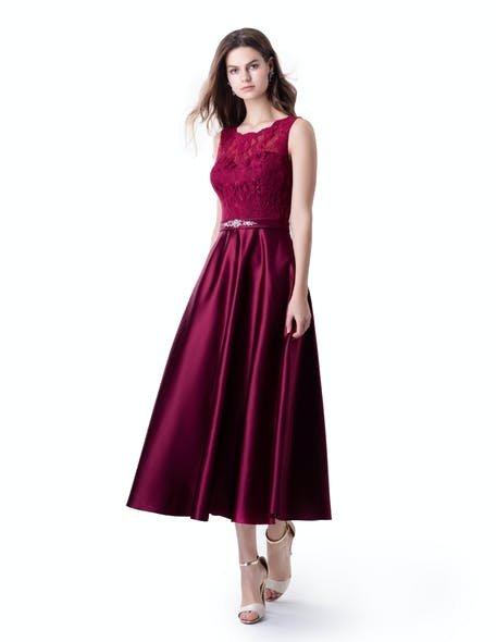 czerwona rozkloszowana sukienka na wesele