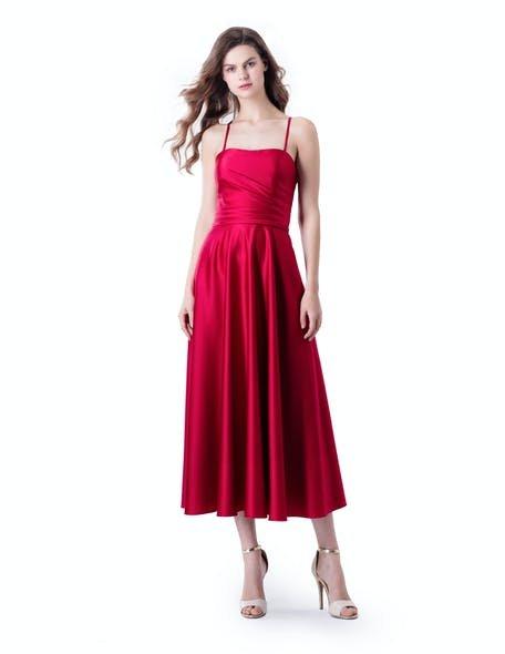 czerwona sukienka na wesele buty