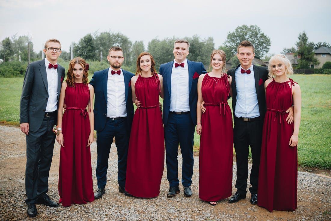 czerwone sukienki na ślub