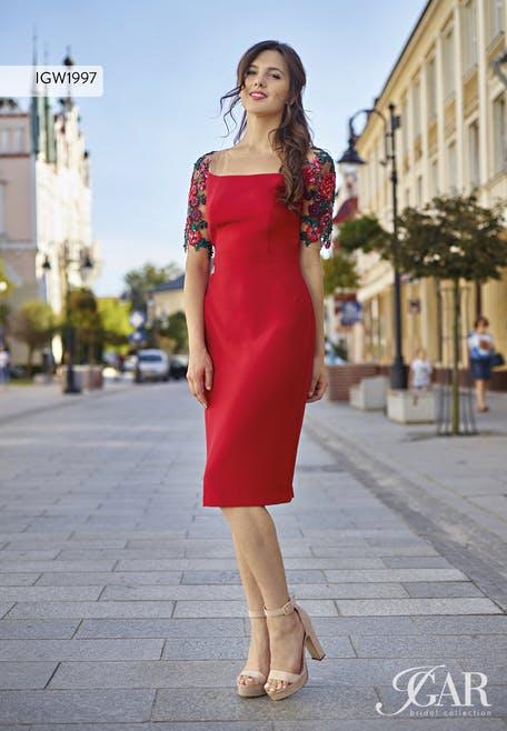 średniej długości czerwona sukienka na wesele midi